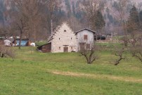 edificio rurale a gradoni tipico della zona, vicino all'Antica Torre
